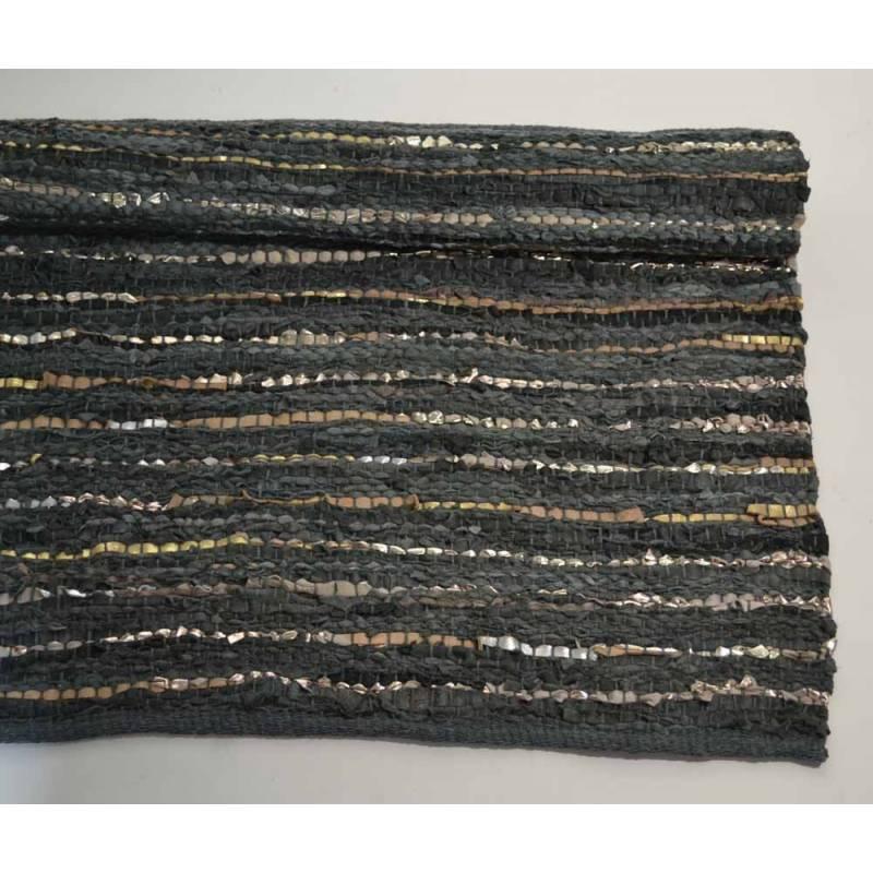 tapis ethnique chic grand tapis cuir. Black Bedroom Furniture Sets. Home Design Ideas